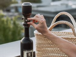 Aervana: One-Touch Electric Wine..